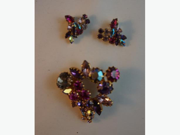 4u2c   VINTAGE STAMPED TRIAD  COLORED RHINESTONE BROOCH AND CLIP ON EARRINGS