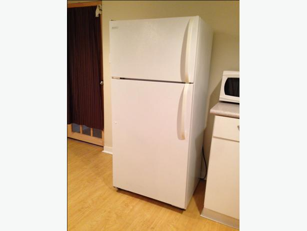 28 frigidaire no frost refrigerator freezer victoria city victoria. Black Bedroom Furniture Sets. Home Design Ideas