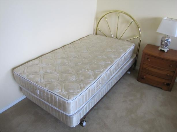 twin brass bed box spring and mattress saanich victoria mobile. Black Bedroom Furniture Sets. Home Design Ideas