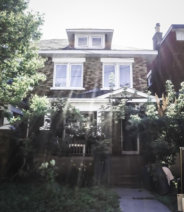 Haunted House York University: Spooky Haunted Student House Close University-Ottawa