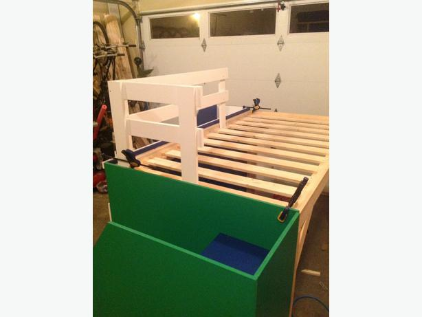 Kids loft bed campbell river courtenay comox mobile for Kids bed with play area