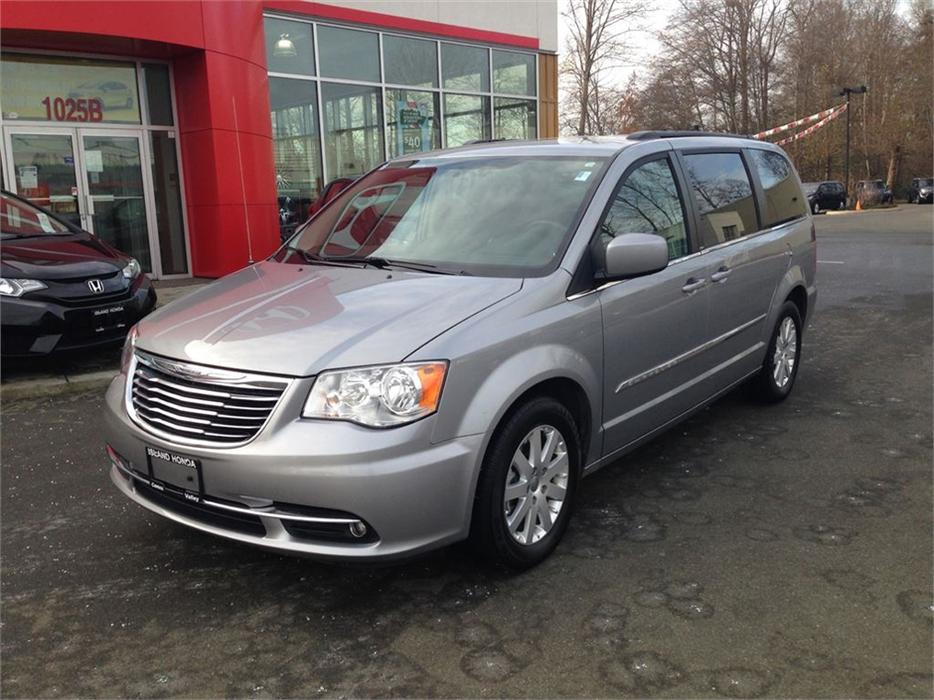 2013 chrysler town country touring price reduced loaded 8 passenger courtenay courtenay. Black Bedroom Furniture Sets. Home Design Ideas