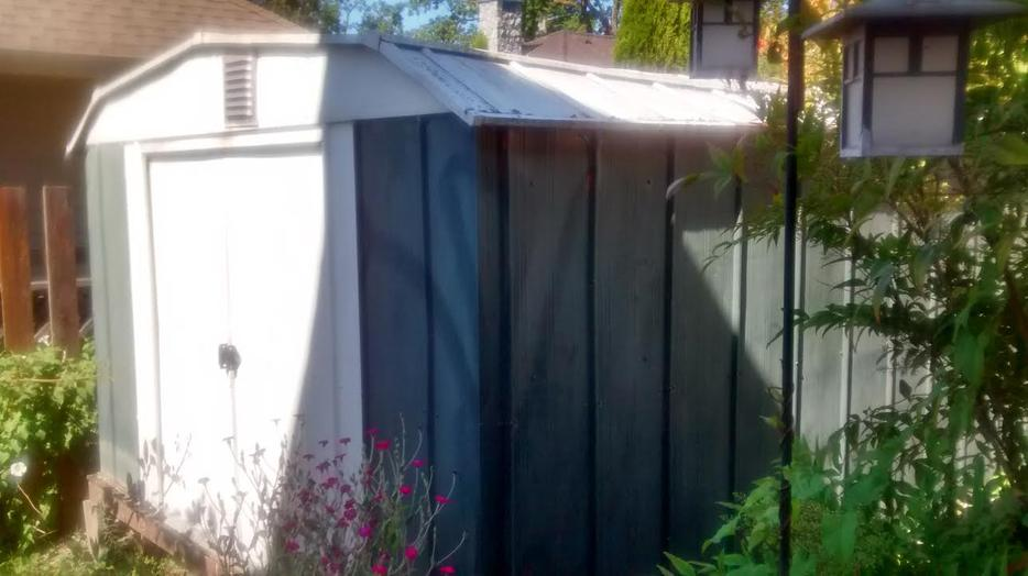 Free large metal storage garden shed 10 x 12 ft saanich for Garden shed victoria