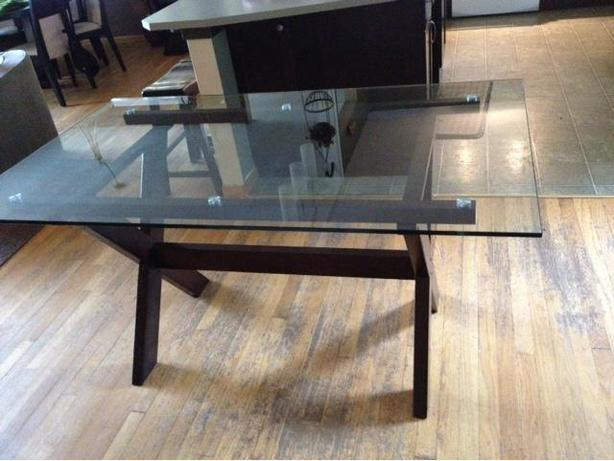 solid wood dining room table with glass top excellent condition