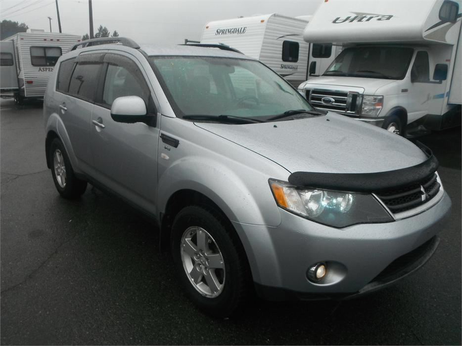 2008 mitsubishi outlander ls 4wd 3rd row seating burnaby incl new westminster surrey mobile. Black Bedroom Furniture Sets. Home Design Ideas