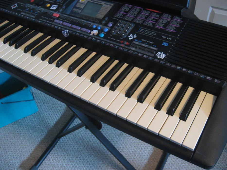 Yamaha psr 200 keyboard with stand outside nanaimo for Yamaha credit application