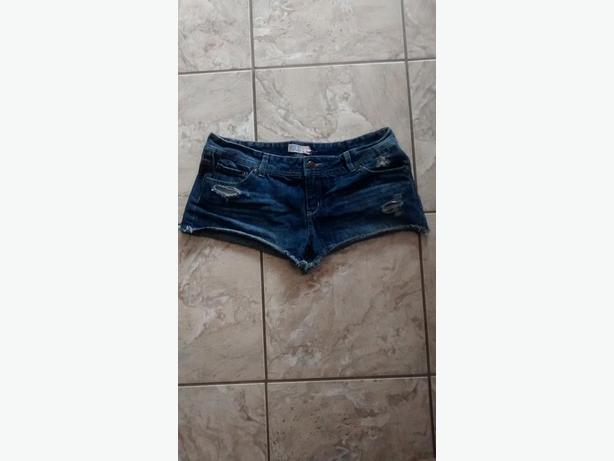 Ladies Ardene Jean Shorts - Size 7