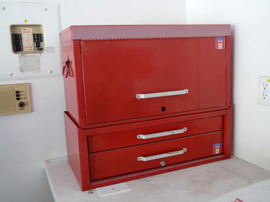 red made in canada mastercraft tool box north saanich sidney victoria mobile. Black Bedroom Furniture Sets. Home Design Ideas