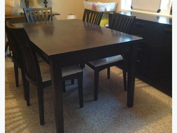 SOLID WOOD DINING SET With 6 CHAIRS HUTCH North Saanich Sidney