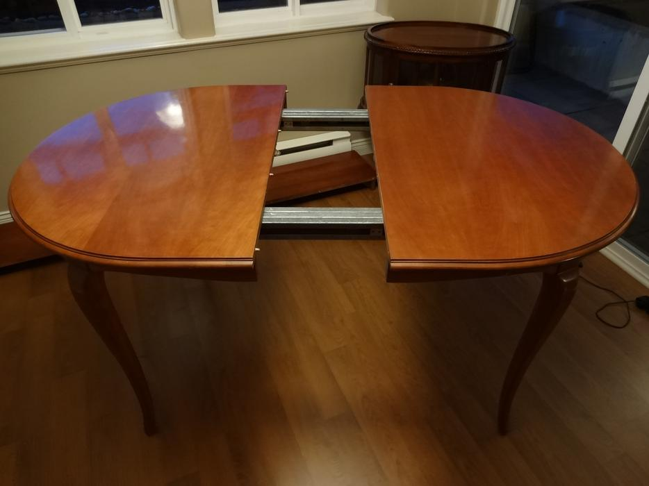 Gibbard extendable dining room table saanich victoria for Dining room tables kelowna