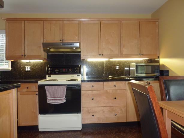 Kitchen cabinets victoria city victoria for Upper cabinets for sale
