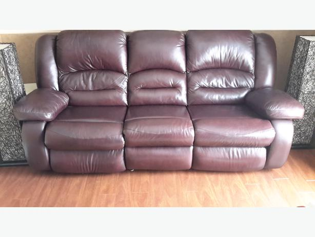 BIG SOFT HIGH QUALITY LEATHER BURGUNDY CHESTERFIELD Outside Comox Valley Com