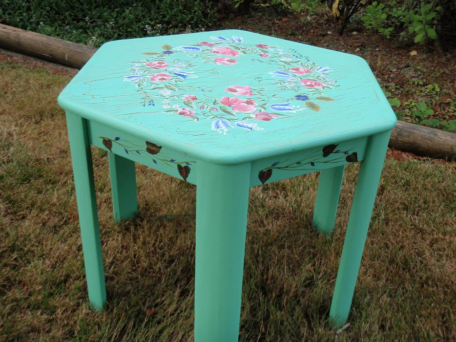 Hand painted coffee table sooke victoria for Coffee tables kelowna