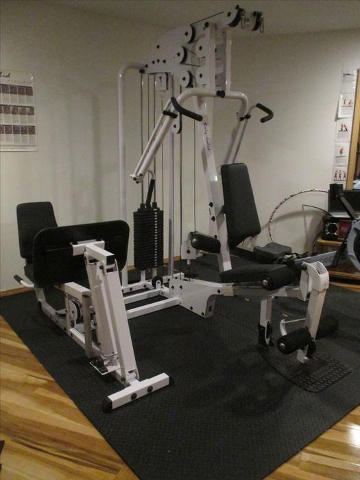 Body solid exm home gym with leg press north saanich