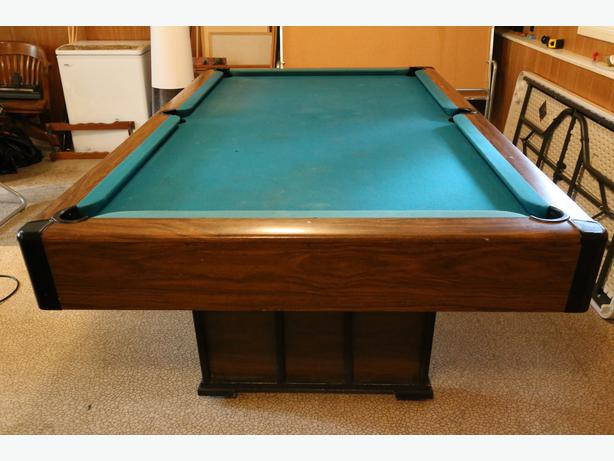 Pool Table Brunswick Commander 4x8 Saanich Victoria