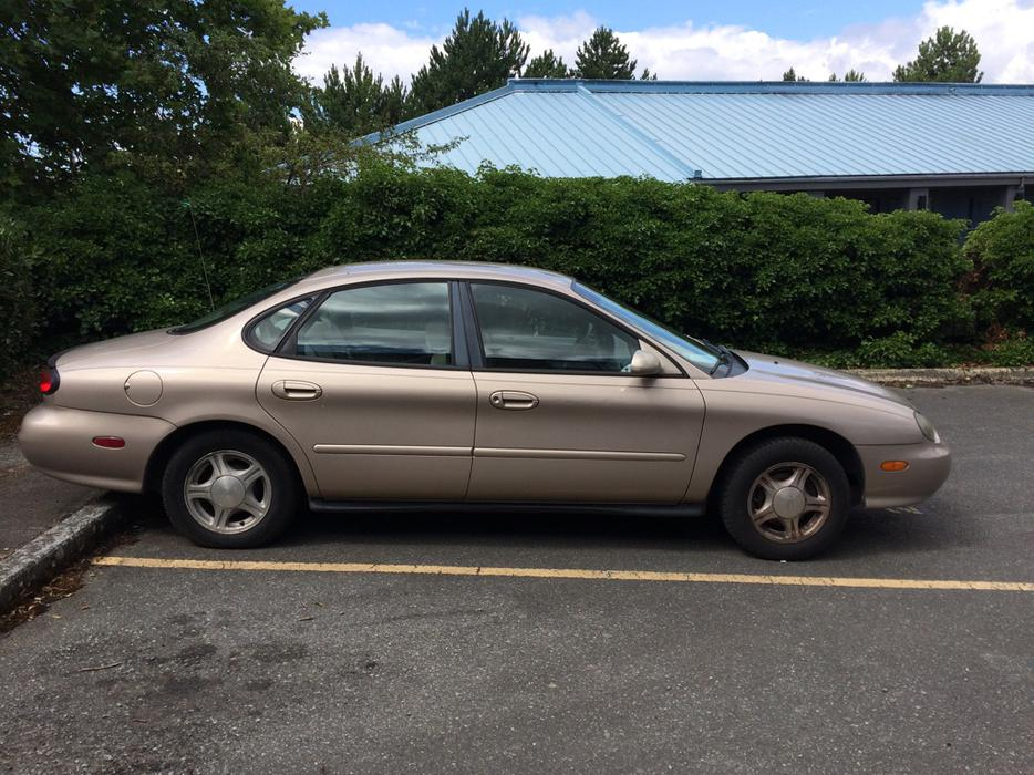 Price Reduced 1999 Ford Taurus Victoria City Victoria