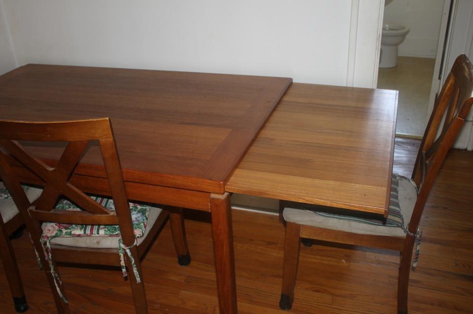 teak dining table Central Regina Regina : 48205198934 from www.usedregina.com size 934 x 621 jpeg 50kB