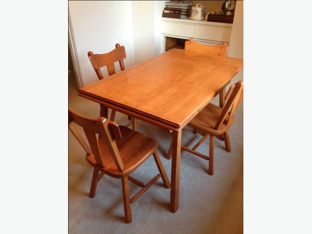 Vintage Quaker Colonial Maple Dining Room Suite