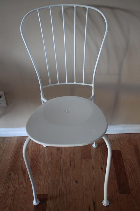 Cute metal white chair abbotsford fraser valley mobile for Cute white chair