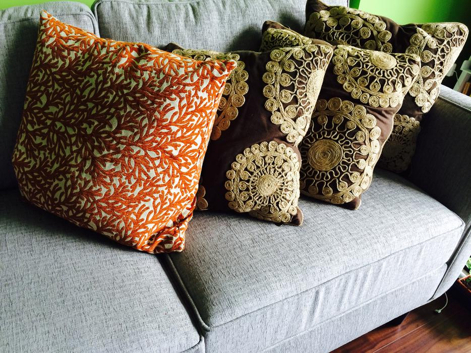 Reduced! 3 Pier 1 Throw pillows Victoria City, Victoria