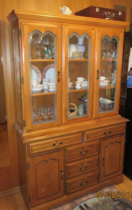 Colonial style buffet and hutch south regina regina - Buffet style colonial ...