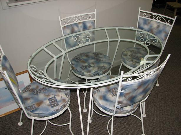 Elegant iron glass dining table 4 matching chairs for Dining room tables kelowna