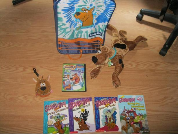 SCOOBY-DOO lot   ( ALL 8 items for ONLY $25)