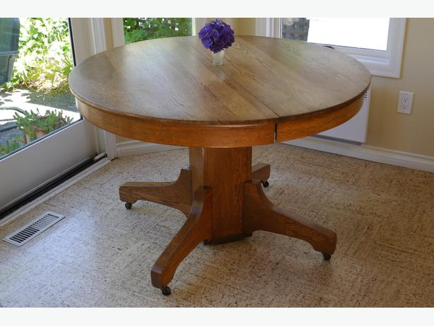 Round oak dining table oak bay victoria for 44 inch round dining table with leaf