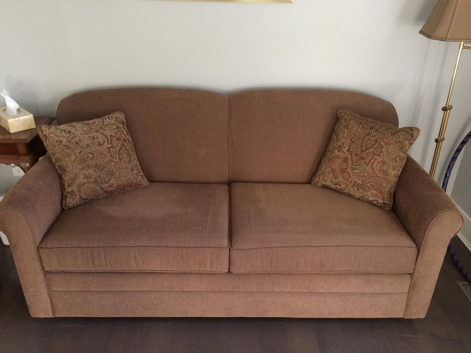 Double sofa bed victoria city victoria for Sofa bed victoria