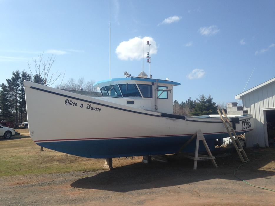 Fibreglass lobster boat with 212hp isuzu kings county pei for Used fishing boats for sale in houston