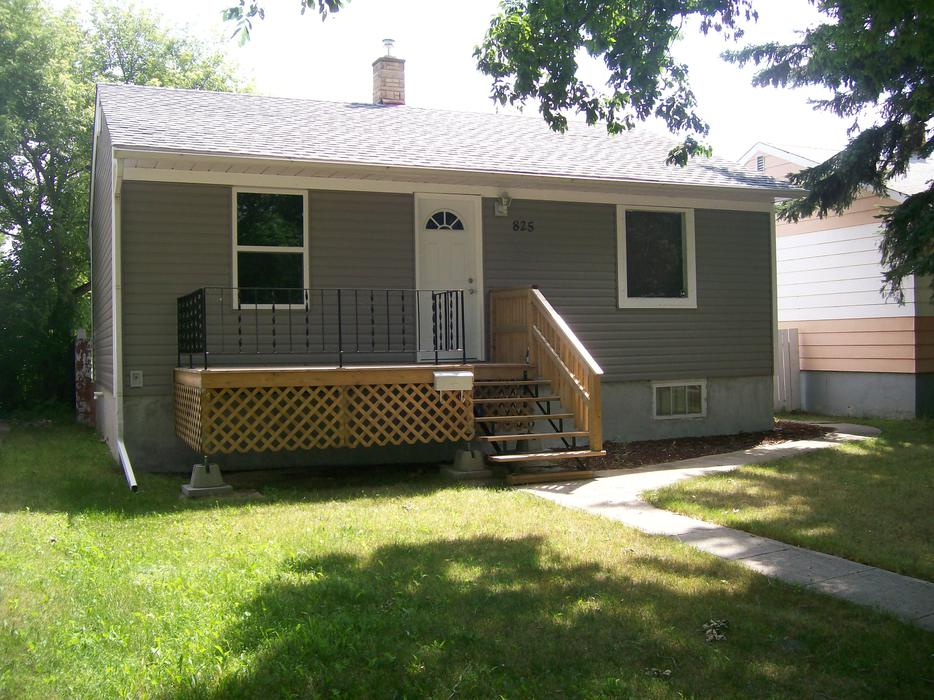 2 bedroom house and garage for rent october 1st central regina regina mobile for Three bedroom mobile homes for rent