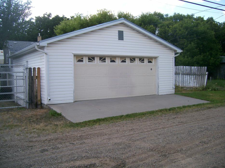 2 Bedroom House And Garage For Rent October 1st Central