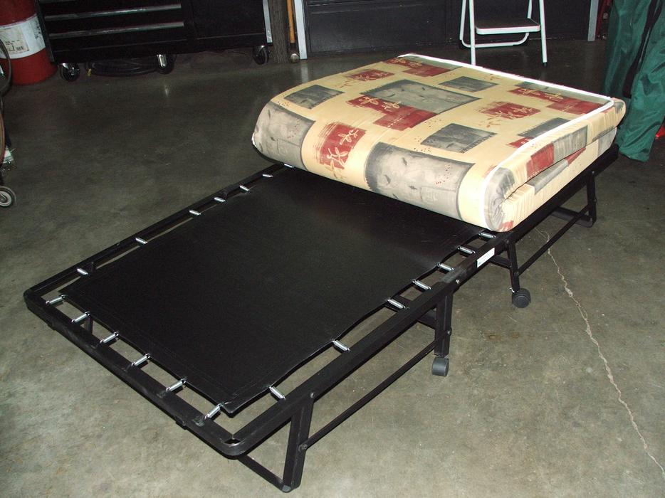Roll Away Bed Cot For Sale Cumberland Campbell River Mobile