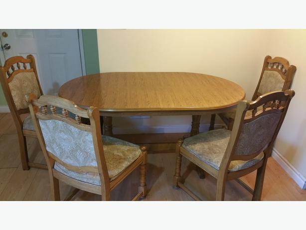 Vintage german made kitchen table chairs west shore for Very small kitchen table sets