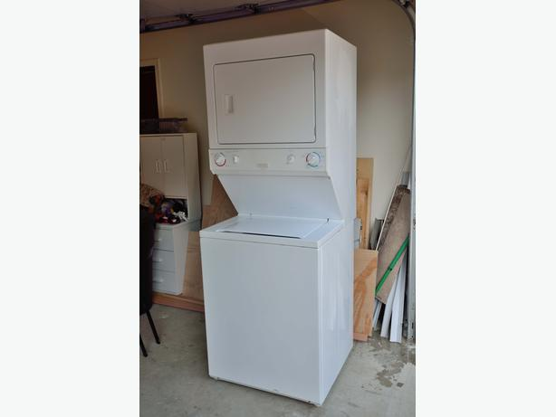 apartment size washer and dryer in excellent condition call or text