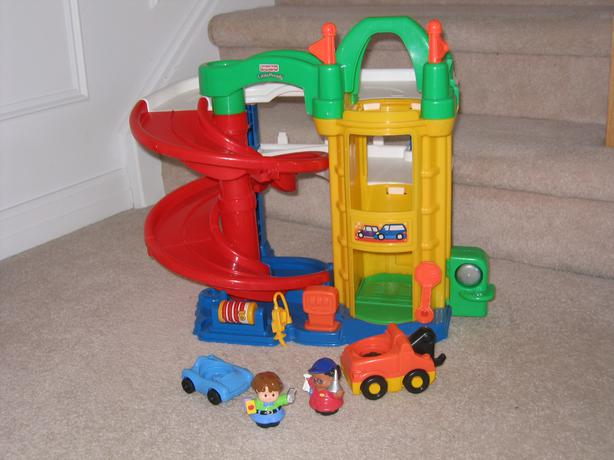 Great condition like new fisher price garage orleans - Fisher price little people racin ramps garage ...