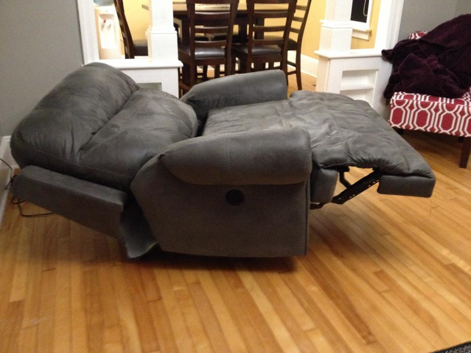 Ashley Furniture Oversize Motorized Recliner Summerside Pei