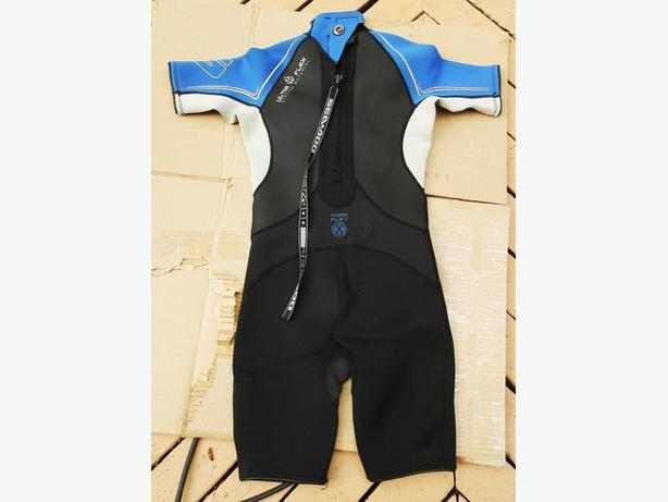 YOUTH SIZE WET SUITS AND CHILDS  LIFE JACKETS