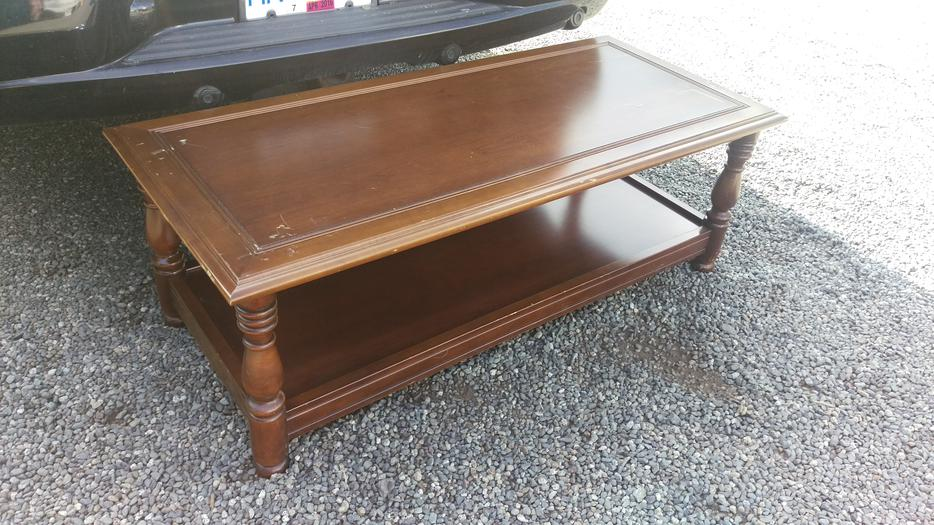 Nice solid wood coffee table central nanaimo parksville for Coffee tables kelowna