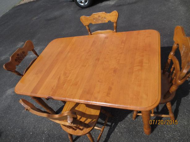 Dining room table and 6 chairs hull sector quebec gatineau for Dining room table 40 x 60