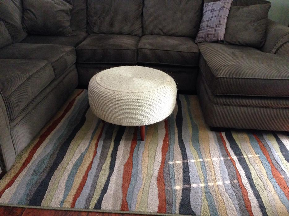Round rope ottoman north nanaimo nanaimo mobile for Round rope coffee table