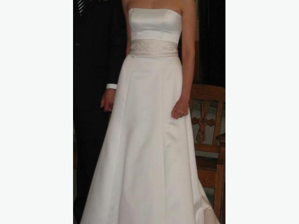 Used wedding dress in mint condition for sale
