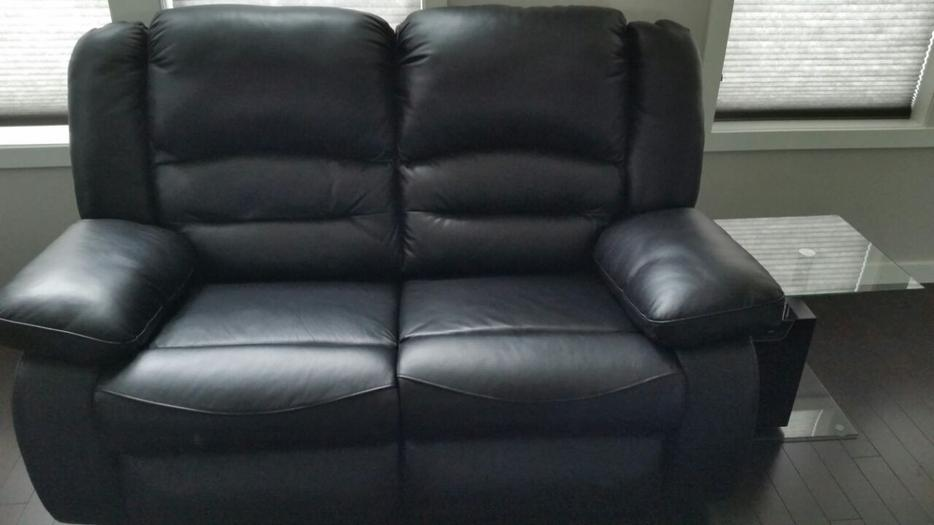 Geniuine leather reclining sofa north east calgary for Leather sectional sofa calgary