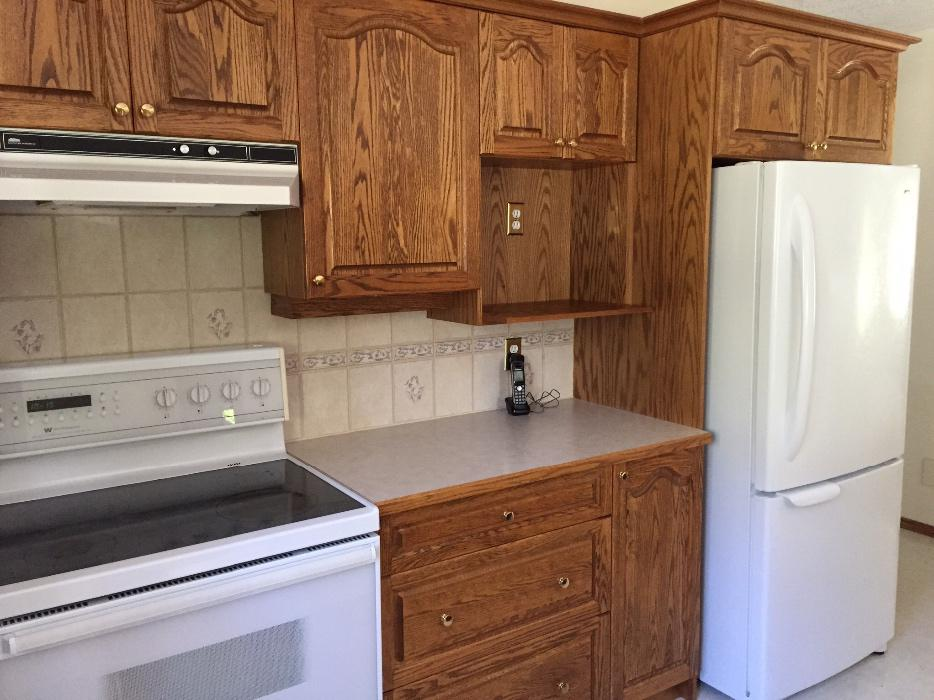 Solid oak kitchen cabinets central saanich victoria mobile for Kitchen cabinets vernon bc