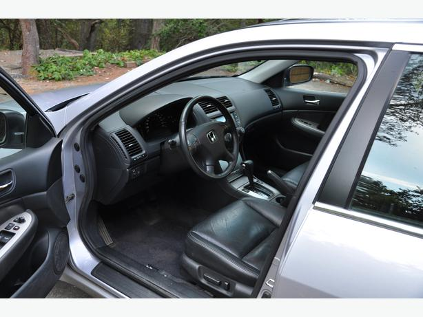 Obo low km 2005 honda accord exl v6 4 door outside for Honda accord shuts off while driving
