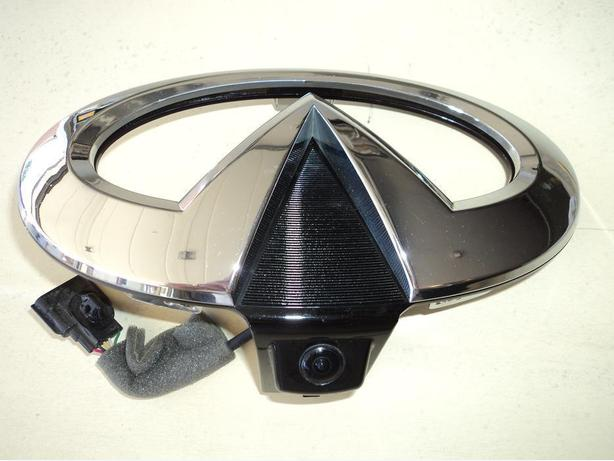 2012 Nissan Infiniti grille emblem