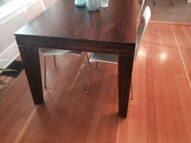 West elm dining room table victoria city victoria for Dining room tables kelowna