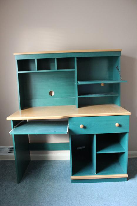 Desk With Hutch Saanich Victoria Mobile