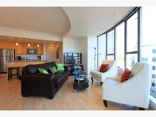 The White Opal Suite - 2BD 1BR - Heart of Downtown Victoria