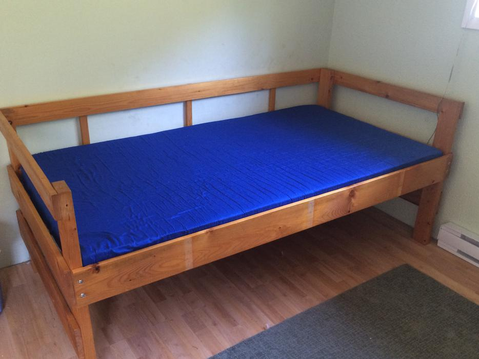 Single wooden bed frame and mattress south nanaimo nanaimo for Used wooden bed frames
